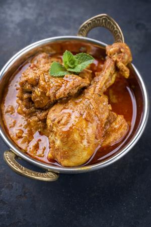 Korai에서 근접으로 전통적인 인도 치킨 Tikka Masala 스톡 콘텐츠