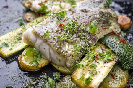 Gebakken Kabeljauw Visfilet Met Groente En Aardappelen