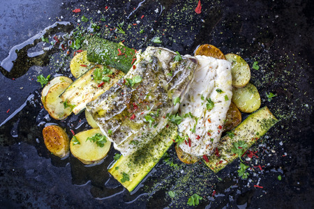 Fried cod fish fillet with vegetable and potatoes Фото со стока - 86469950