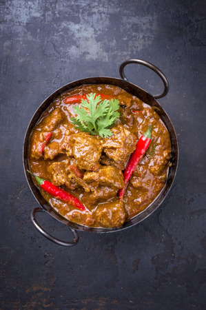 Traditional Indian curry lamb masala as close-up in a Korai Banco de Imagens