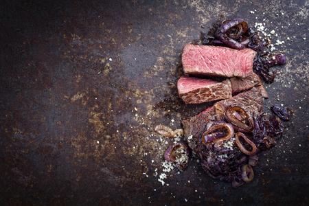 Barbecue trocken gealtert Kobe Rib Steak Steak als Nahaufnahme auf einem Brett Standard-Bild - 94523756