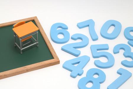 Concept éducatif de mathématiques et d'arithmétique. Banque d'images - 90263852