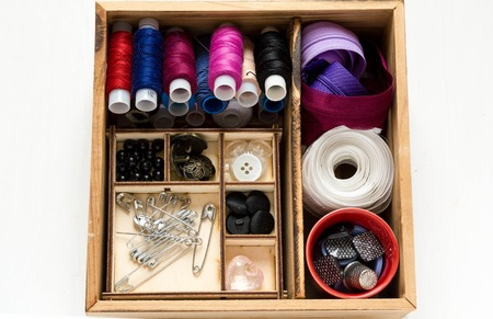 needle lace: Vintage background with sewing accessories, tools, sewing kit. Scissors, bobbins with thread and needles on wooden white background