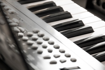 clavier: Piano Keys, part of digital midi keyboard, close up. roll. Synth for learning to play Musical concept classical music black and white