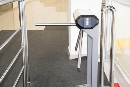 security barrier: The tripod turnstile with electronic card reader is closed. of asecurity turnstile. Isometric turnstile. Isometric security barrier. Empty closed turnstiles. Tripod turnstile for entrance Stock Photo
