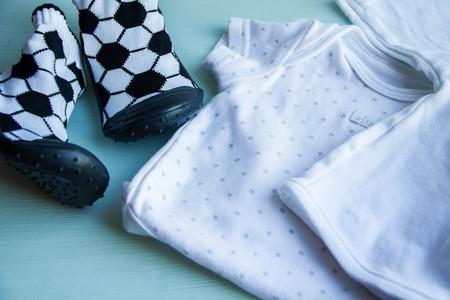 fondo para bebe: artículos de colección para bebés dispararon zapatos viejos accesorios fondo de madera, para, recién nacidos, el cuerpo, la camisa, fútbol, ??zapatos de bebé,