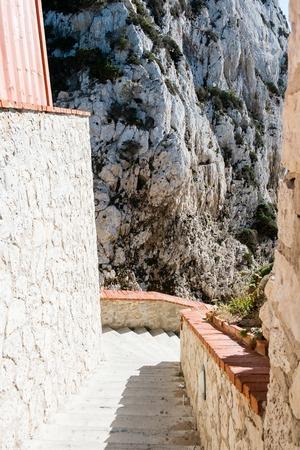 Het trappenhuis naar de Neptunes-grot, in Capo Caccia-kliffen, in de buurt van Alghero, op Sardinië, Italië Stockfoto
