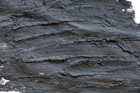 Struttura di argilla estetica vulcanica nera da vicino. soluzione astratta di estratto cosmetico astratto.