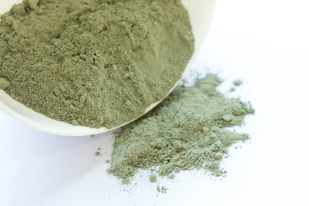 緑の化粧品クレイ パウダーです。顔と体の自然な粘土のマスクです。緑の化粧品クレイ テクスチャをクローズ アップ。化粧品クレイ抽象的な背景 写真素材
