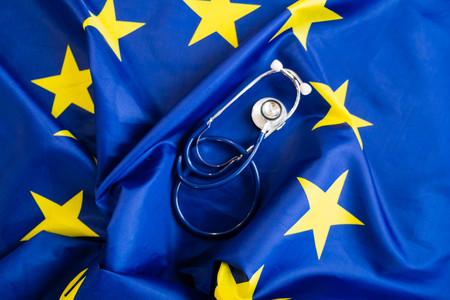 유럽 연합 국기와 청진 기입니다. 유럽의 건강의 개념입니다. 유럽 국기 이상의 청진기