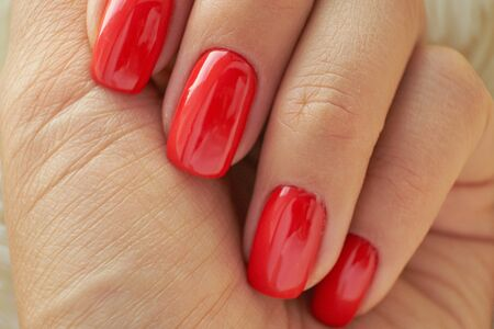 perfect red manicure. nail and hand care in the salon. Stockfoto