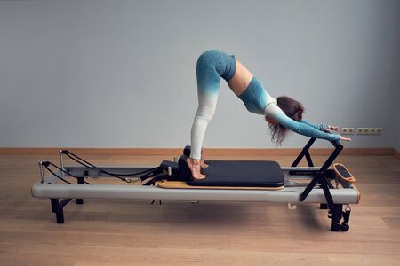 leotard workout pilates training. athletic pilates reformer exercises. pilates machine equipment 版權商用圖片