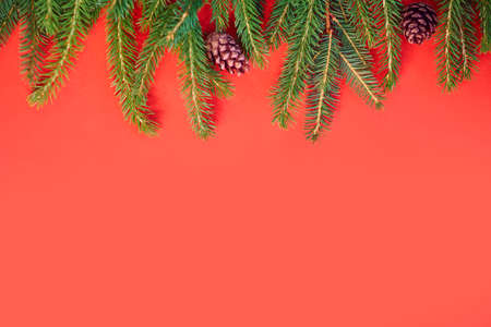 Christmas background with xmas tree on red canvas background. Merry christmas card. Winter holiday theme. Happy New Year. Space for text. christmas backdrop top view. Flat lay. 免版税图像