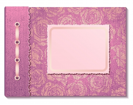 Tissu rose sur un album photo sur fond blanc