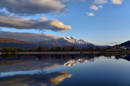 Yulong Snow Mountain scenery of Qingxi Reservoir, Lijiang, Yunnan Stock fotó