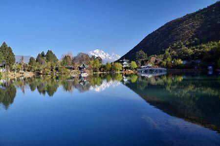 Yunnan Lijiang Black Dragon Pool Yulong Snow Mountain Scenery Stock fotó