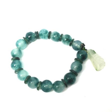 ancient sexy: Green gemstone bracelet a cute jewelry from nature great for any use.