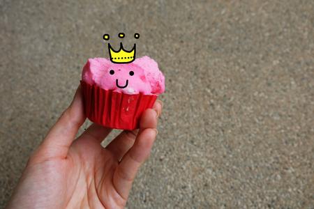 Schliessen Sie Herauf Gedampften Schalen Kuchen Handgriff Rosa