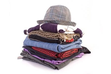 warm clothes: Mucchio di vestiti isolato su sfondo bianco