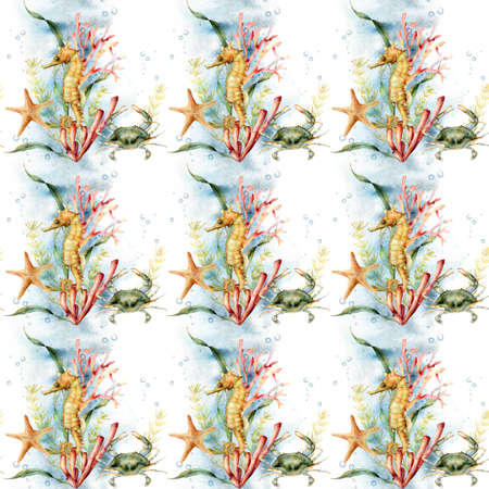 Watercolor underwater seamless pattern of seahorse, crab, coral and starfish. Hand painted animals and plant isolated on white background. Aquatic illustration for design, print or background. 免版税图像