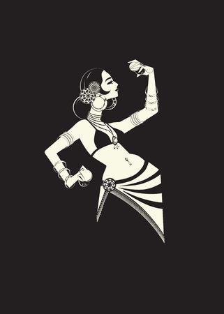Danzatrice del ventre tribale con piatti che tengono espressivo impressionante p Archivio Fotografico - 82560304