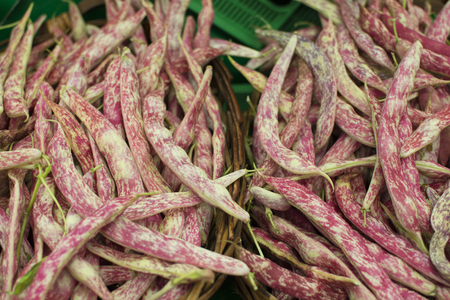 Kidney bean is a variant of bean. In different languages it is also called Borlotti bean or Roman bean paste. It was developed in Italy. It is still used in Italian, Spanish, Turkish and Greek cuisines.