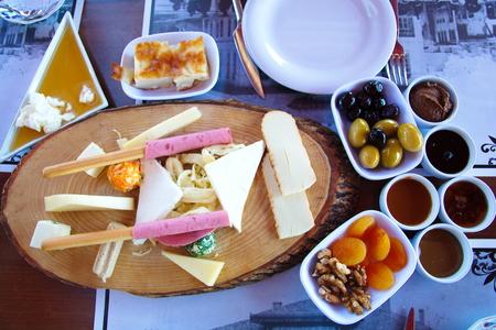 mixed cheese plate. Weekend breakfast enjoyment. Brunch time. morning breakfast. Banco de Imagens