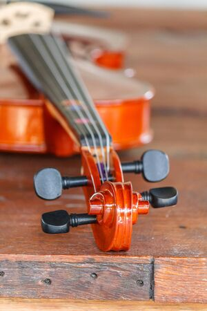 Close up of a violin shallow deep of field on wood background 版權商用圖片