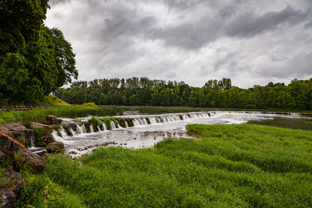 Venta waterfall near Kuldiga, Latvia. The widest waterfall in the Europe. 版權商用圖片 - 83914448