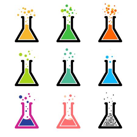 Chem. Tubes à essai avec réactif coloré. Réaction chimique. Expérience en laboratoire.