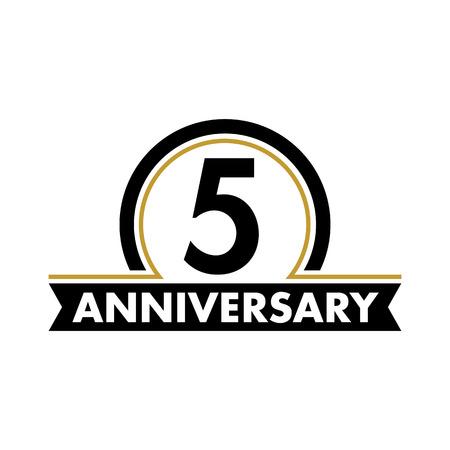 vector de la etiqueta aniversario inusual. símbolo quinto aniversario. 5 años de cumpleaños logotipo abstracto. El arco en un círculo. 5º jubileo
