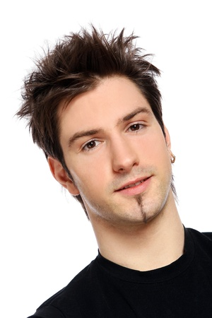 belleza masculina: macho joven y atractivo en blanco