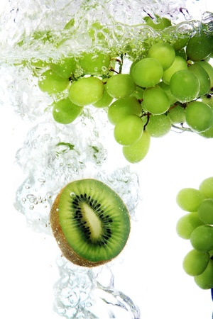 Fresh kiwi and vine grape dropped into water Stock Photo - 8599670