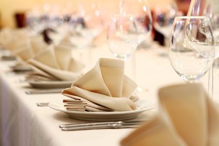 mesa para banquetes: Foto de servir de restaurante profesional  Foto de archivo