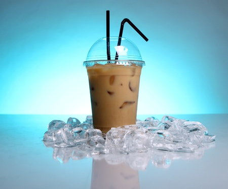 hot cold: Cold coffee drink with ice