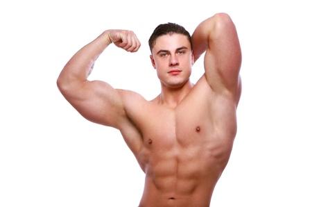 muscle training: Jung und attraktive Bodybuilder posing auf wei�em Hintergrund
