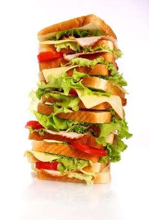 sandwich de pollo: Gran s�ndwich aislada sobre fondo blanco Foto de archivo