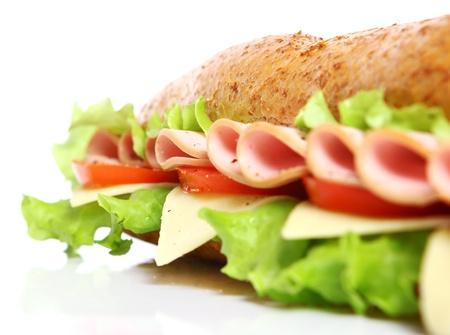 sandwich: S�ndwich fresca y sabrosa sobre fondo blanco