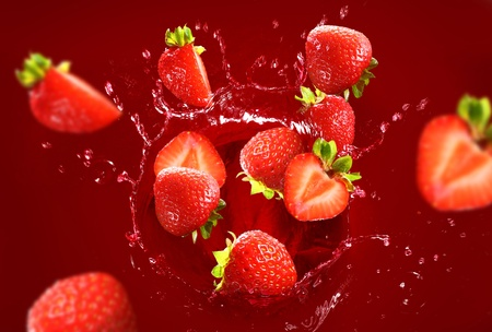 Strawberry falling into the juice with huge splashes Stock Photo - 10630147