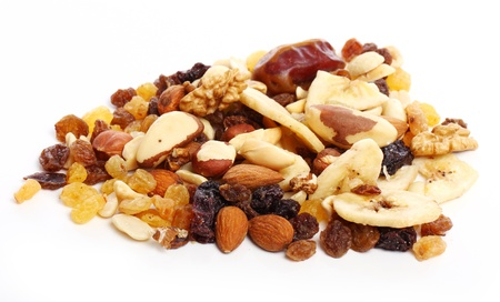 frutas secas: Diferentes frutos secos contra el fondo blanco Foto de archivo