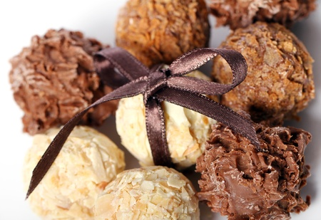 truffe blanche: Gros plan de bonbons au chocolat