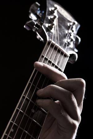 guitarra acustica: M�sico que toca la guitarra ac�stica