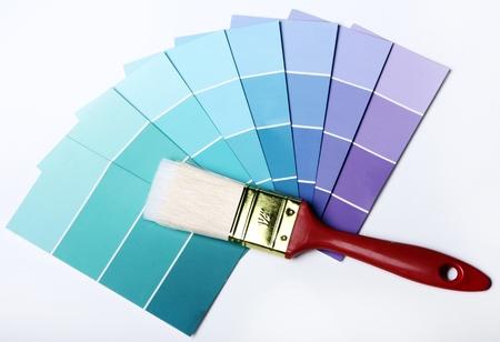 refurbishing: Primo piano del colore Pantone tavolozza e pennello