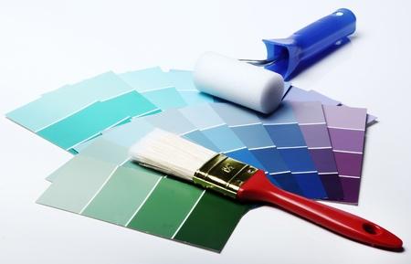 refurbishing: Primo piano di una tavolozza dei colori pantone e altre cose Archivio Fotografico