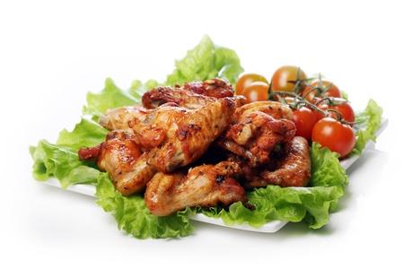 carne de pollo: Delicioso pollo frito y las verduras en el plato