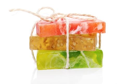 schiuma di sapone: Colorful sapone naturale su sfondo bianco