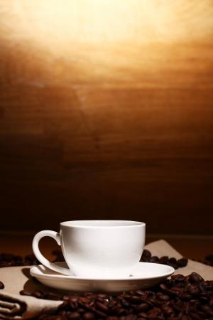 planta de cafe: Taza de caf� negro caliente