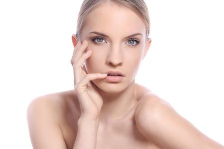mujer rubia desnuda: Hermosa mujer con la cara limpia m�s de fondo blanco