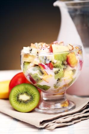 ensalada de frutas: Ensalada de frutas con yogur saludable Foto de archivo