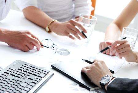 conferentie: Close-up van het werkproces op zakelijke bijeenkomst